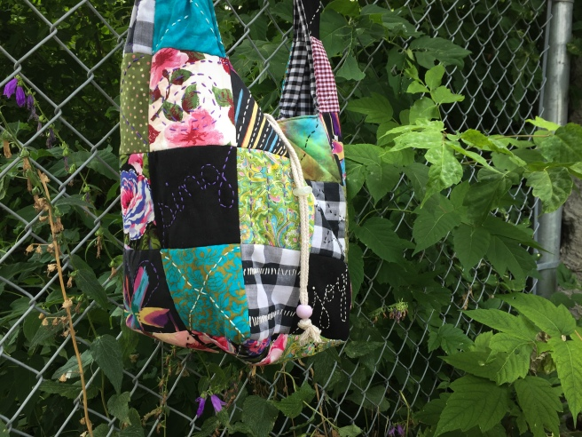 DIY_patchwork_quilted_hobo_bag_victoriadaytoday.com_01